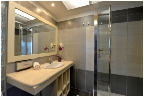 Residence Conference and Wellness Hotel, Siofok, Bathroom