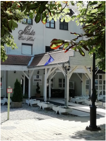 Siesta Club Hotel, Bejárat