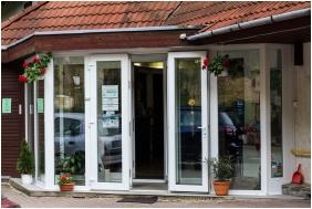 Entrance, Silver Club Hotel, Matraszentimre