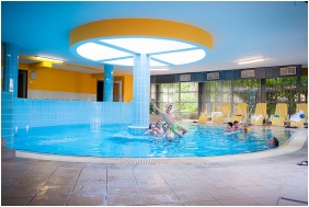 SunGarden Wellness & Conference Hotel, Siofok, Inside pool