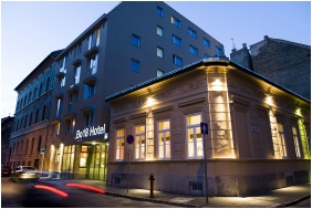 Bo18 Hotel Superior, Budapeszt, Budynek wieczorem