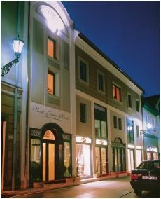Entrance - Szent Janos Hotel
