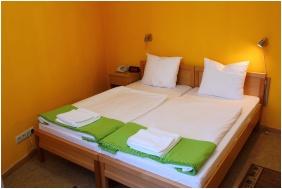 Economy kétágyas szoba - Szent Adalbert Hotel