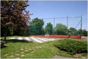 Teleki-Degenfeld Castlehotel, Szirak, Tennis court