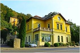 Exterior view, Castle Hotel Var, Visegrad