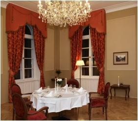 Festive place setting - Castle Hotel La Contessa
