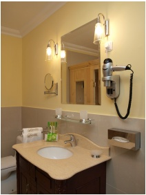 Castle Hotel La Contessa, Szilvasvarad, Bathroom