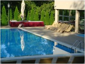 Castle Hotel La Contessa, Szilvasvarad, Outside pool