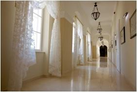 Castle Hotel La Contessa, Szilvasvarad, Corridor