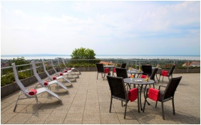 Zenit Hotel Balaton, Vonyarcvashegy, Terasse