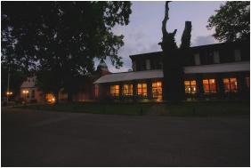 Zichy Park Hotel, Bejárat - Bikács