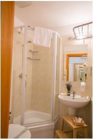 Zichy Park Hotel, Bikacs, Bathroom
