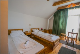 Zichy Park Hotel, Room for four people - Bikacs