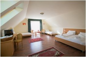 Tetőtéri családi lakosztály - Zichy Park Hotel