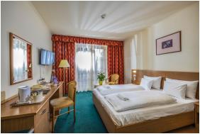 Zichy Park Hotel,