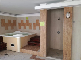 Pezsgőfürdő, Zöld Béka Wellness Apartmanok, Hajdúszoboszló
