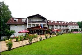Zsory Hotel Fit, Entrance
