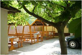 Zsuzsa Apartman Szoboszló, Belső kert